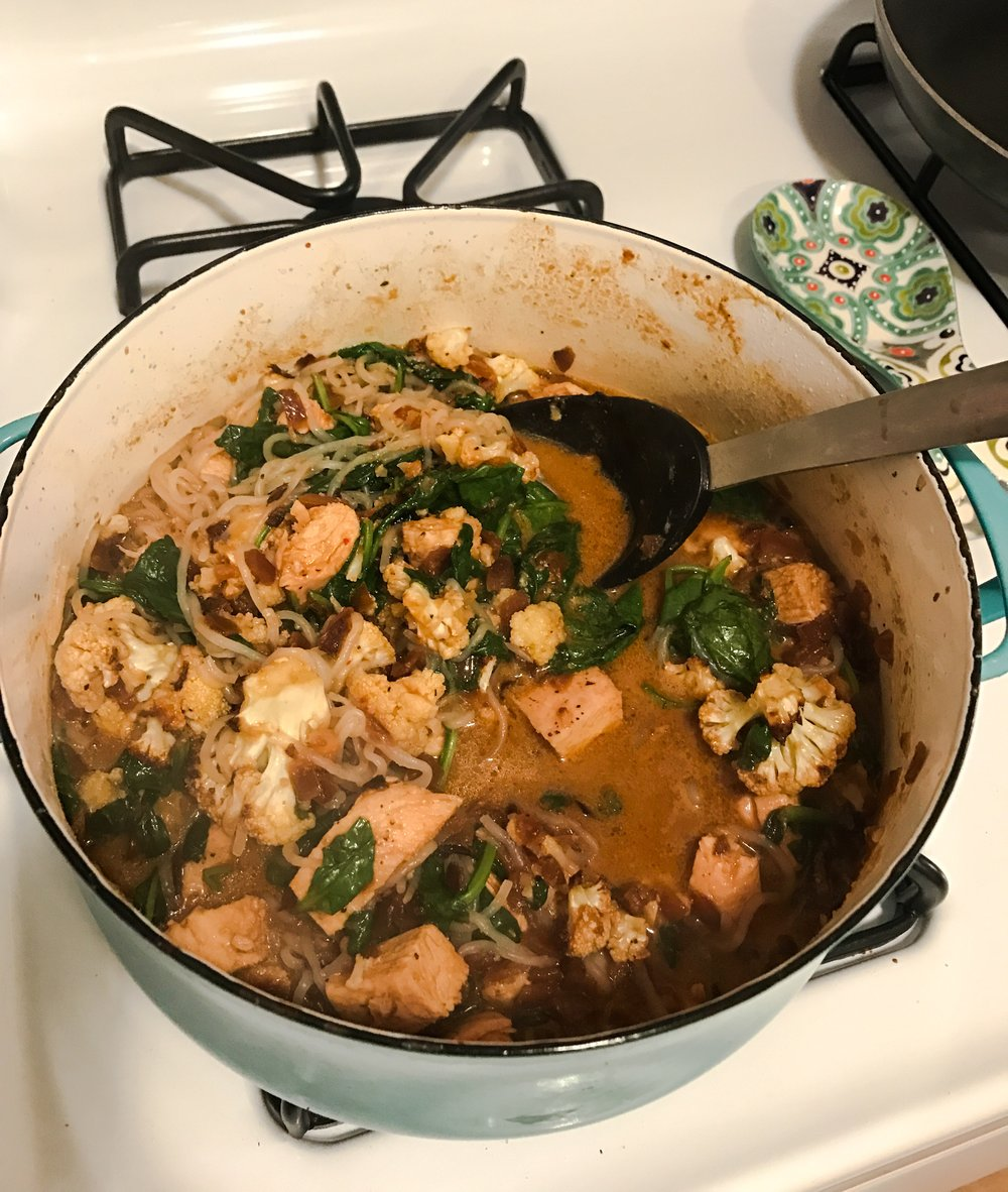 ROASTED CHICKEN AND CAULIFLOWER COCONUT CURRY WITH MIRACLE NOODLES AND SPINACH via Keto In The City