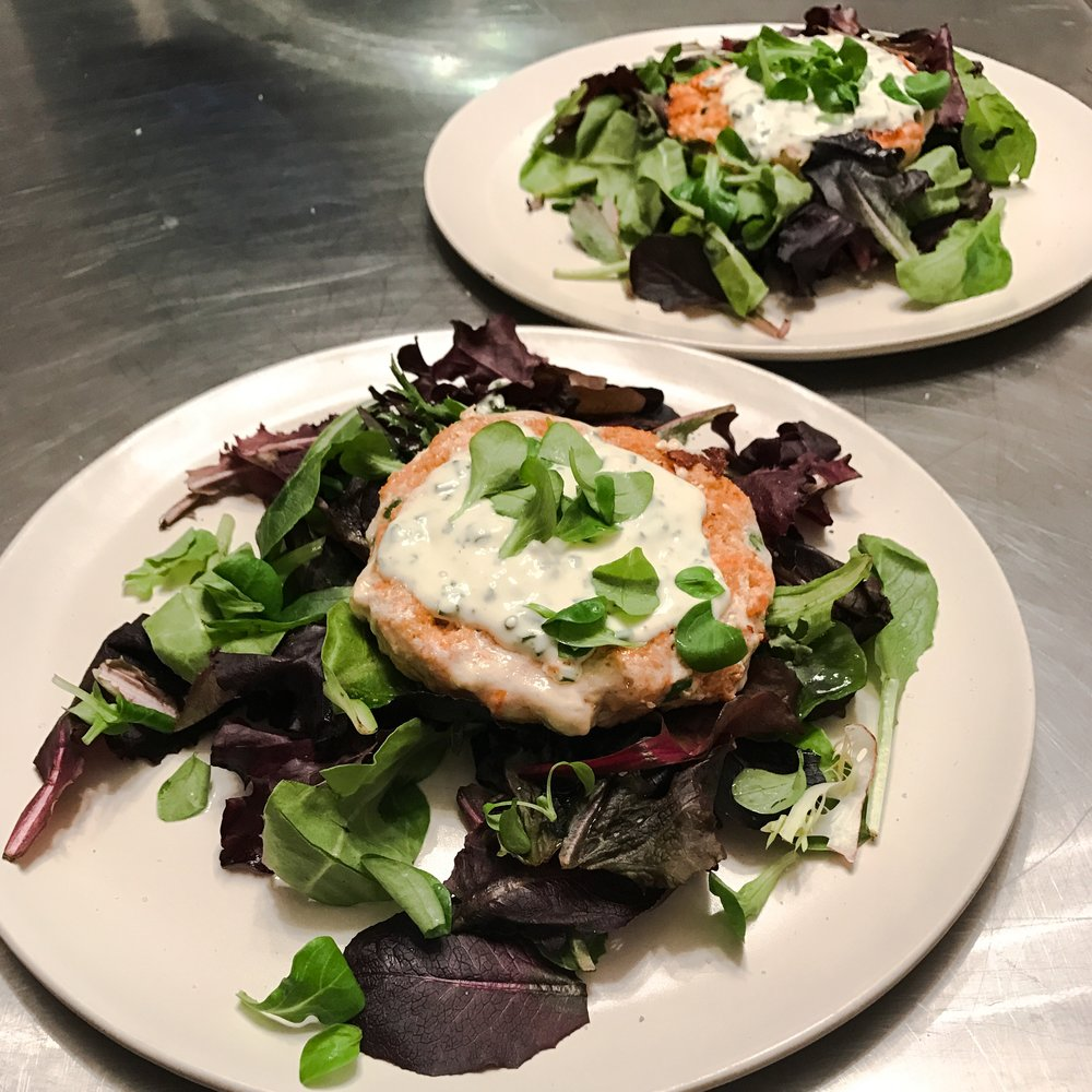 KETO RECIPE: SALMON BURGERS WITH CHIVE AIOLI & GREENS by Jen Fisch via Keto In The City