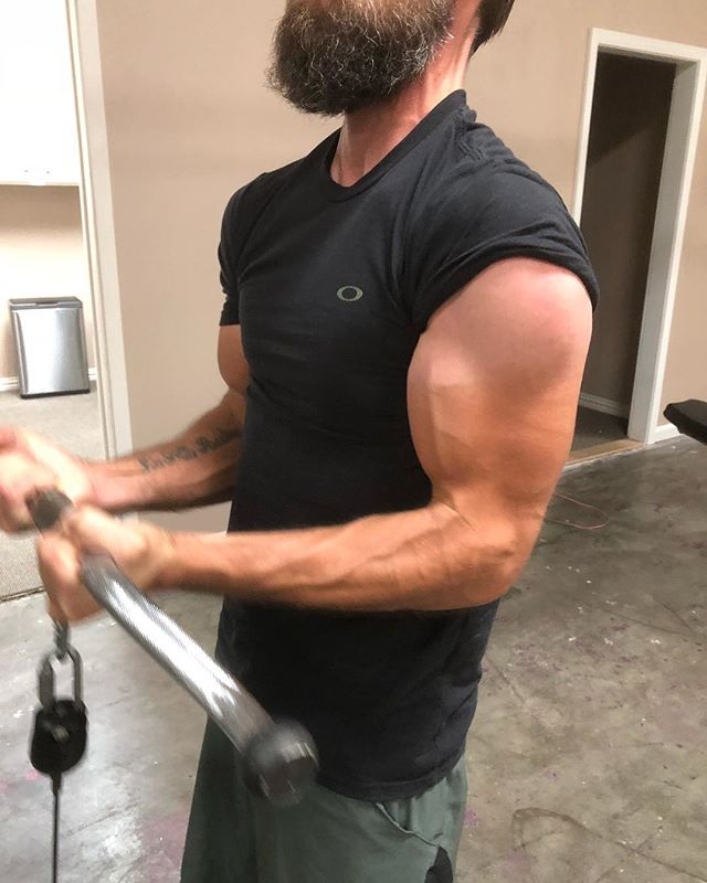 Damn!!! @martindelconte jacking up some arms!!! #armworkout #armday #biceps #tricepsworkout #gunshow #weaponsofmassdestruction #wmd #austin #atx #instafit #lakewaytx #lakeway #everyday #instafit #fitfam #gym