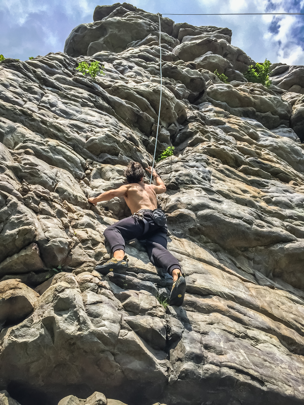 Mon climbing Black Crack (5.9+) in Annapolis Rock