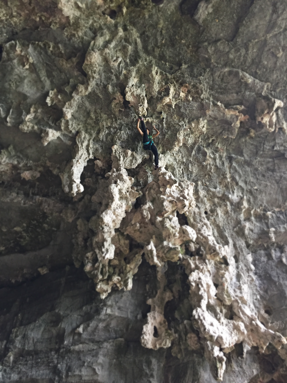 Raisa climbing tufas in Treasure Cave, Yangshuo