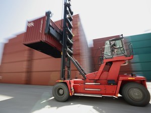MASTED CONTAINER HANDLERS