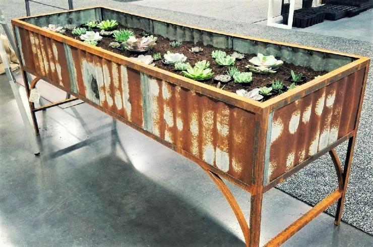metal planter.jpg