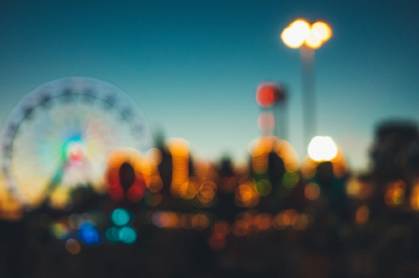 amusement-park-2619310_1280.jpg