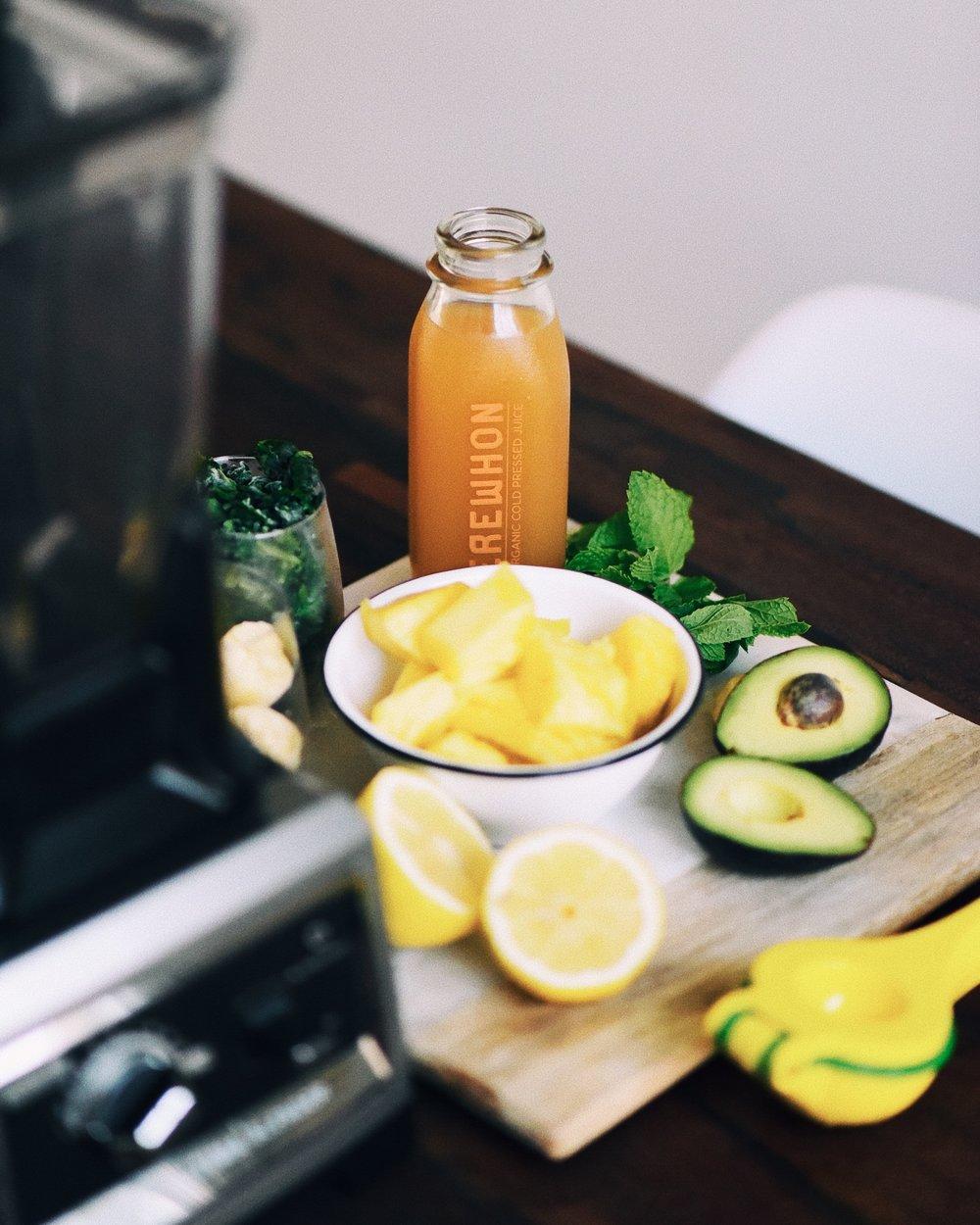 wellness-refreshing-mint-avocado-green-smoothie-02.JPG