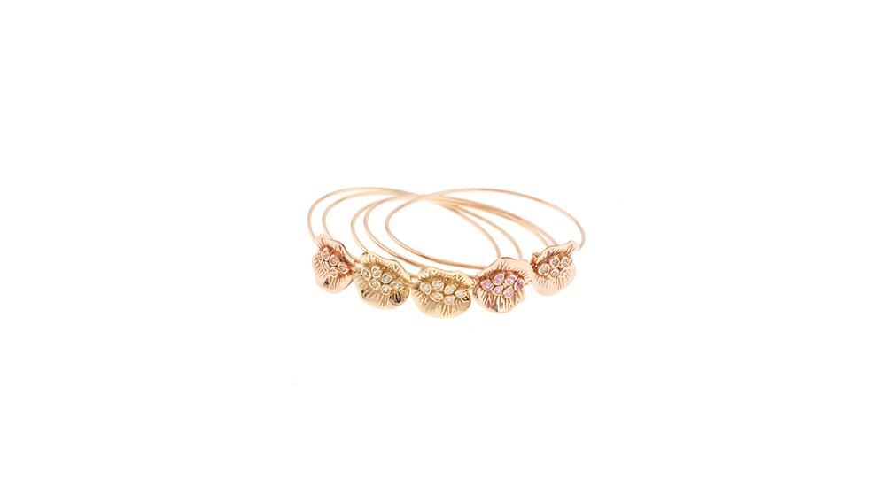 Bracelets nymphette, diamants blancs et bruns, saphirs roses et vert.