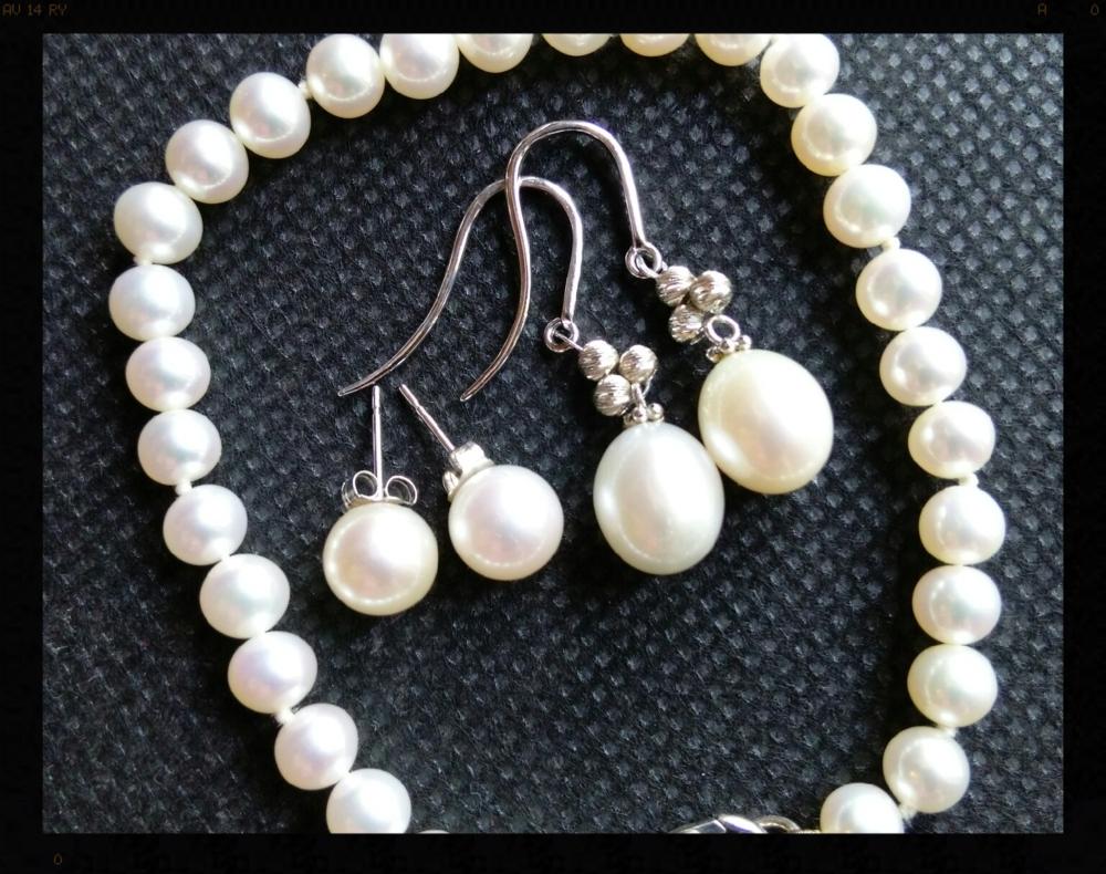 GGZ Pearls on Black