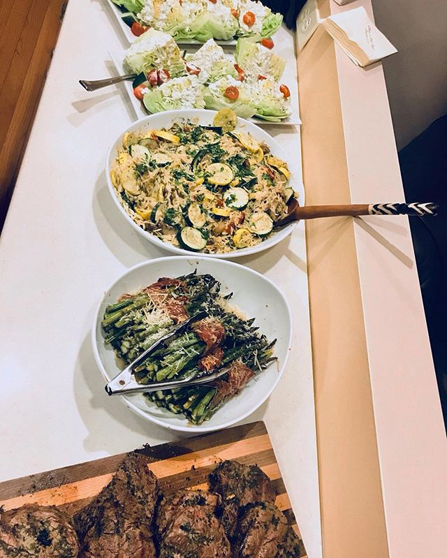 Chef Sabrina prepared this fabulous buffet style meal for a client's special event! 😍 Who wishes they could eat like this every day? 🙋‍♀️🙋‍♂️👏 @brinacolada77