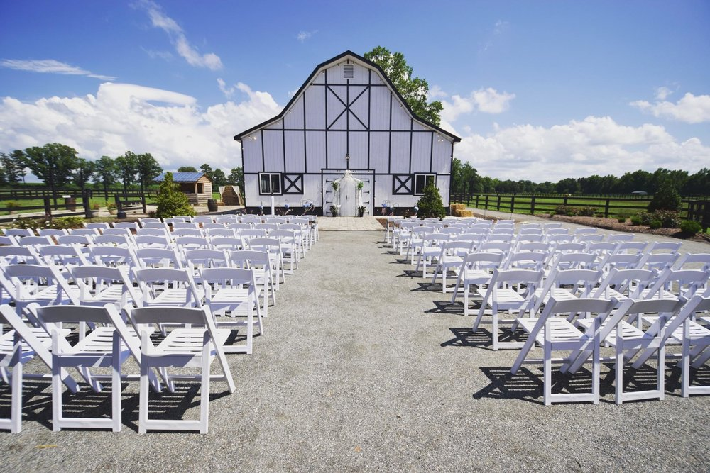 between barns ceremony set-up