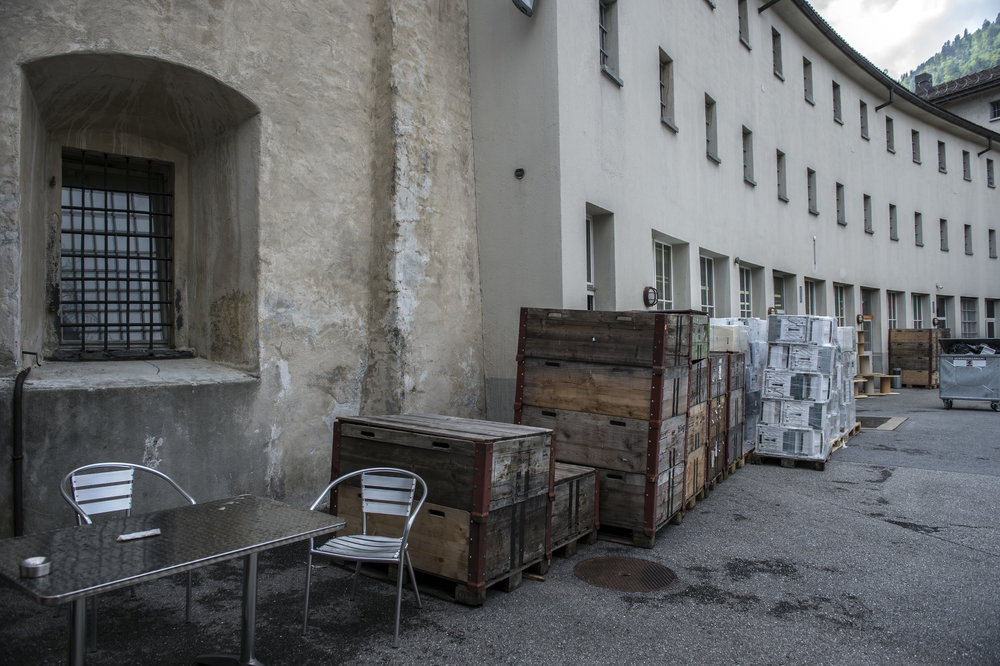 Der sogenannte gewölbte «Bananentrakt, wo sich die Einzelzellen befinden, grenzt direkt an die alte Churer Stadtmauer.