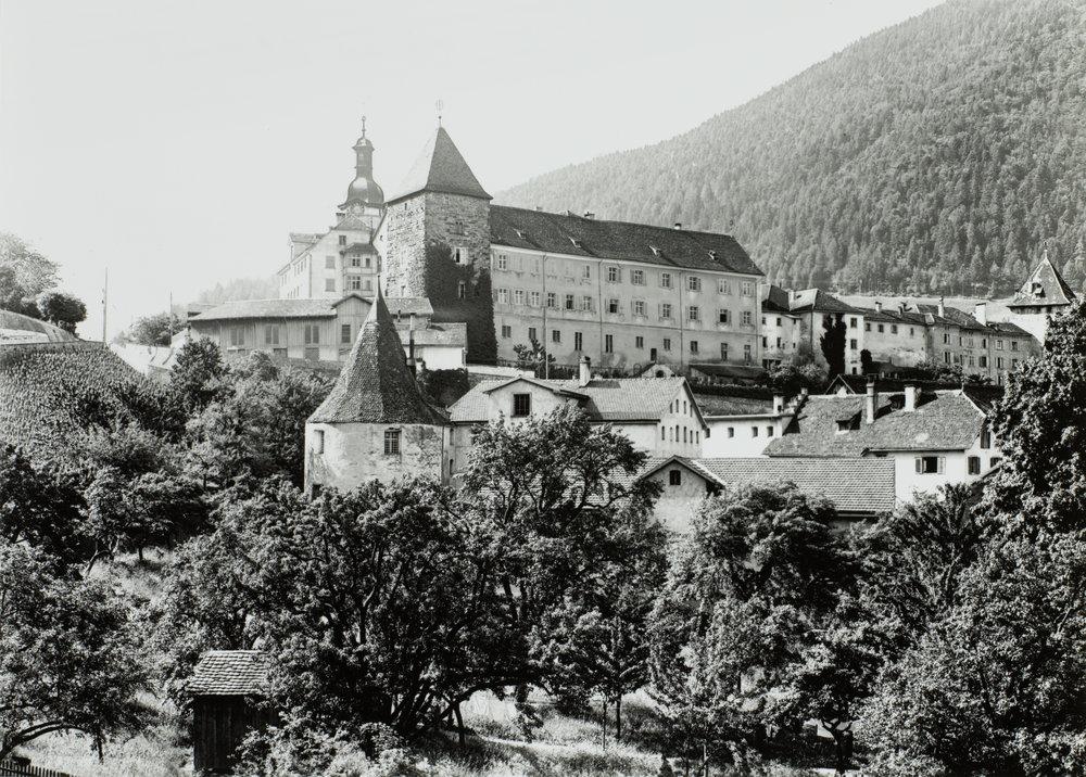 Eine Aufnahme des Sennhofs aus dem Jahr 1895. Staatsarchiv Graubünden, Chur, FN-XII-13-18-02256