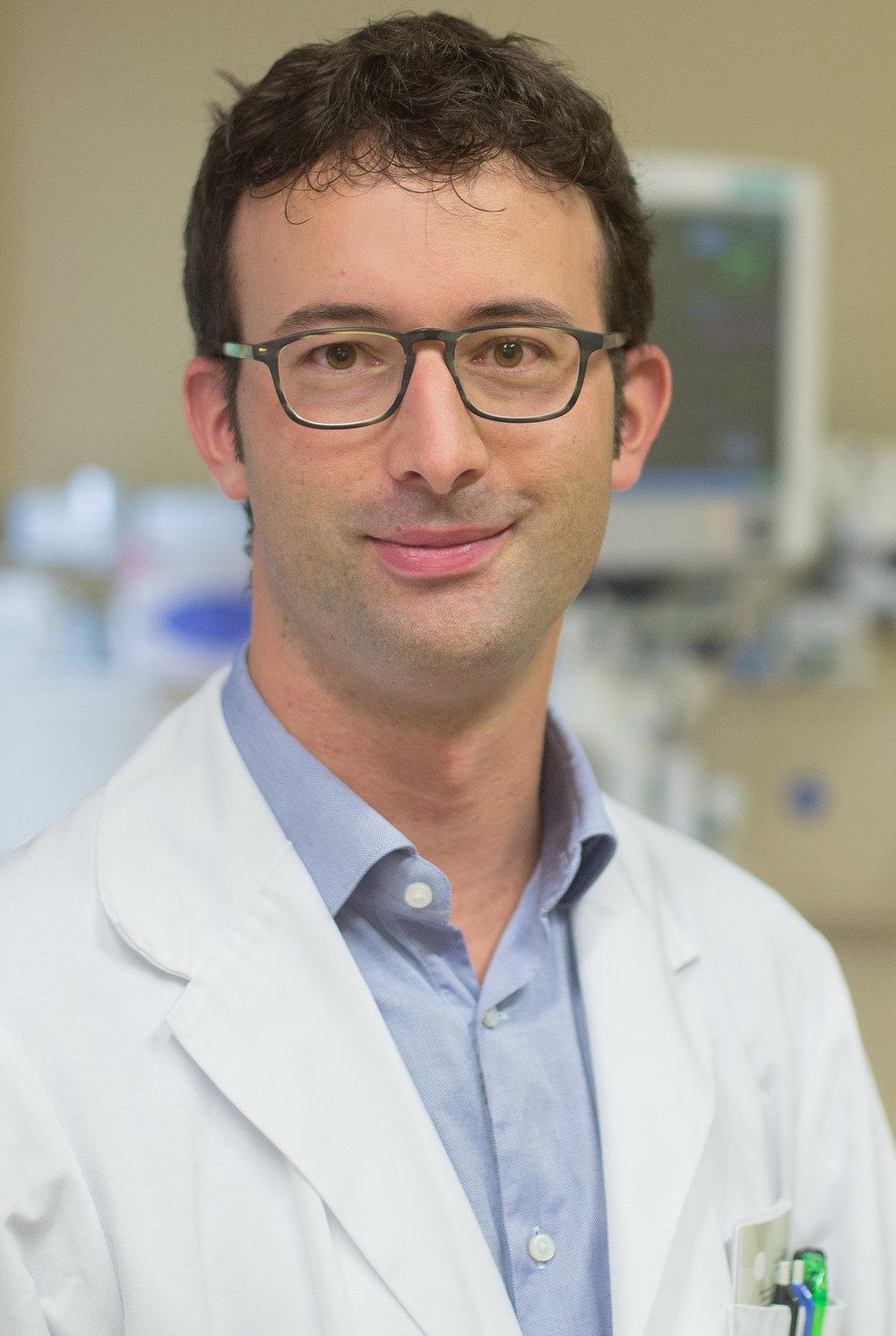 Mario Venzin ist stellvertretender Leitender Arzt im Regionalspital Ilanz. Er übernimmt ab 2021 die Hausarztpraxis in Vella.