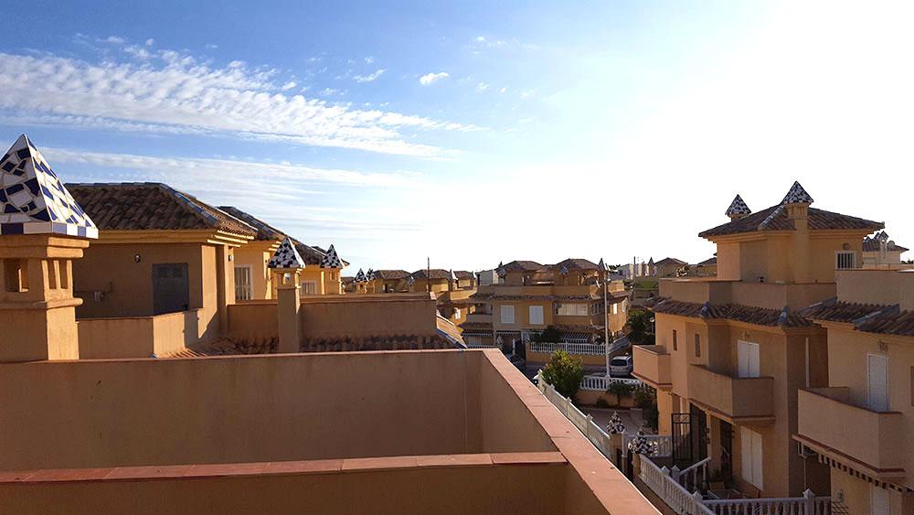 Den ene terrasse på taget