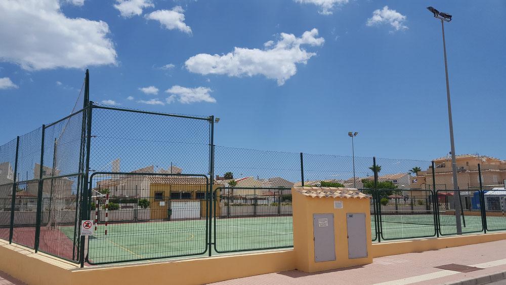 Tennisbanen tilknyttet boligområdet