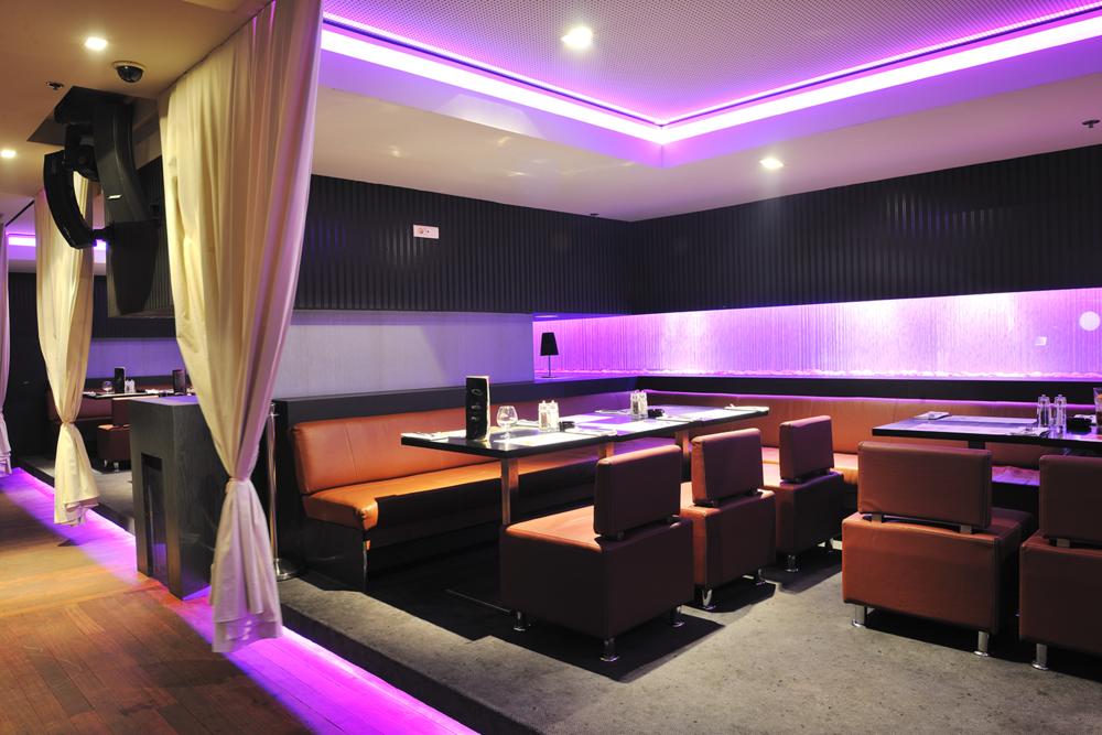 The modern restaurant includes an Instagram-friendly interior design