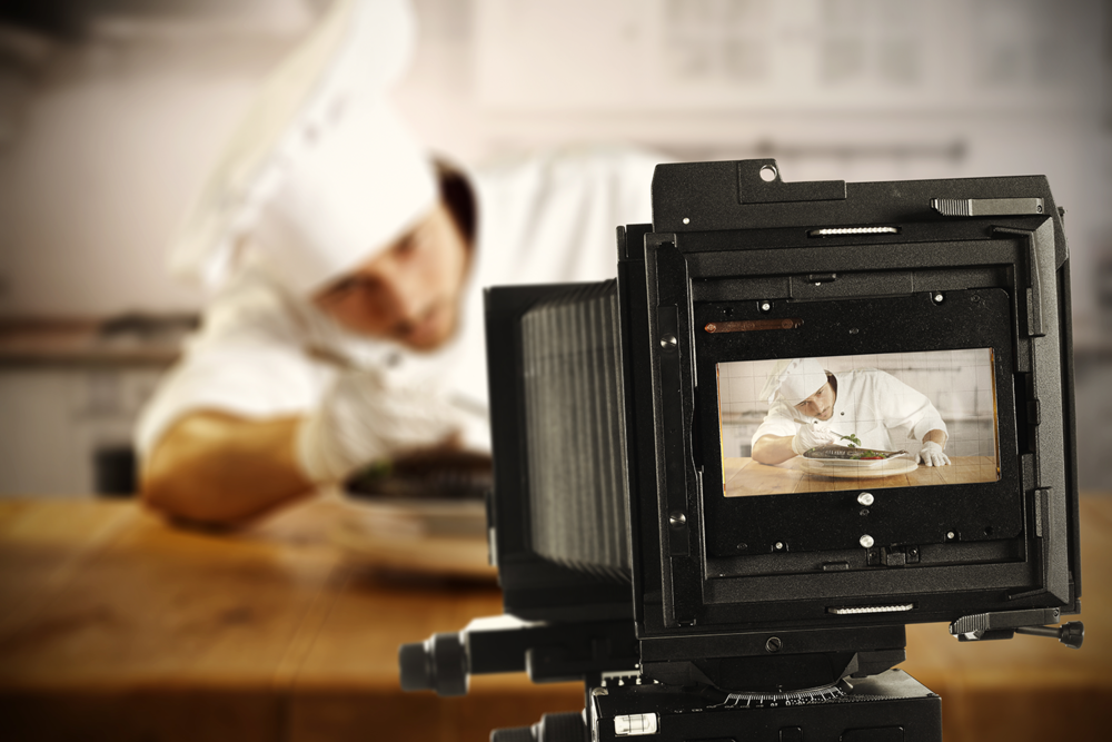 Restaurants marketers should update their website regularly with interesting content.