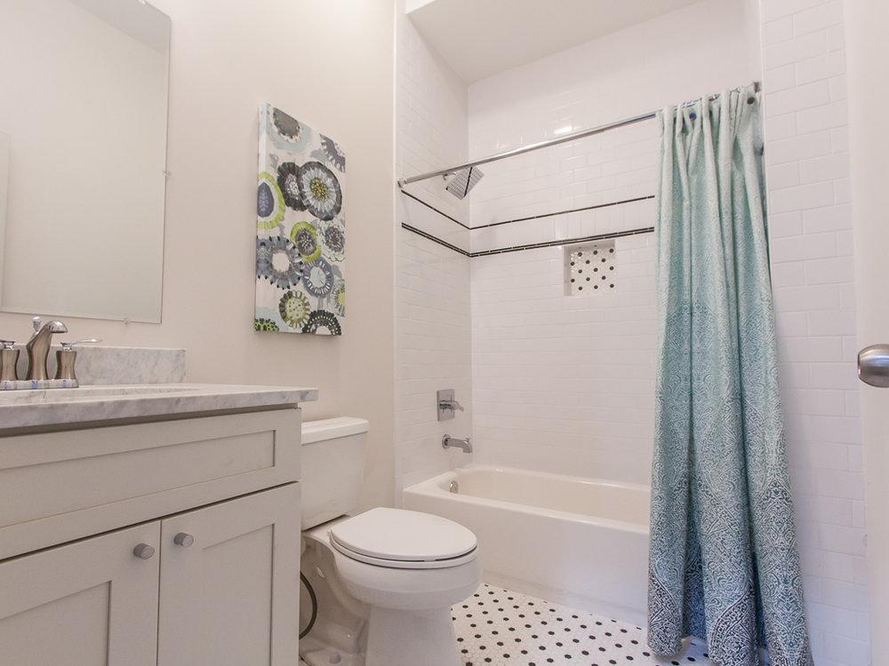 174 Flat Shoals-Guest bath 1.jpg