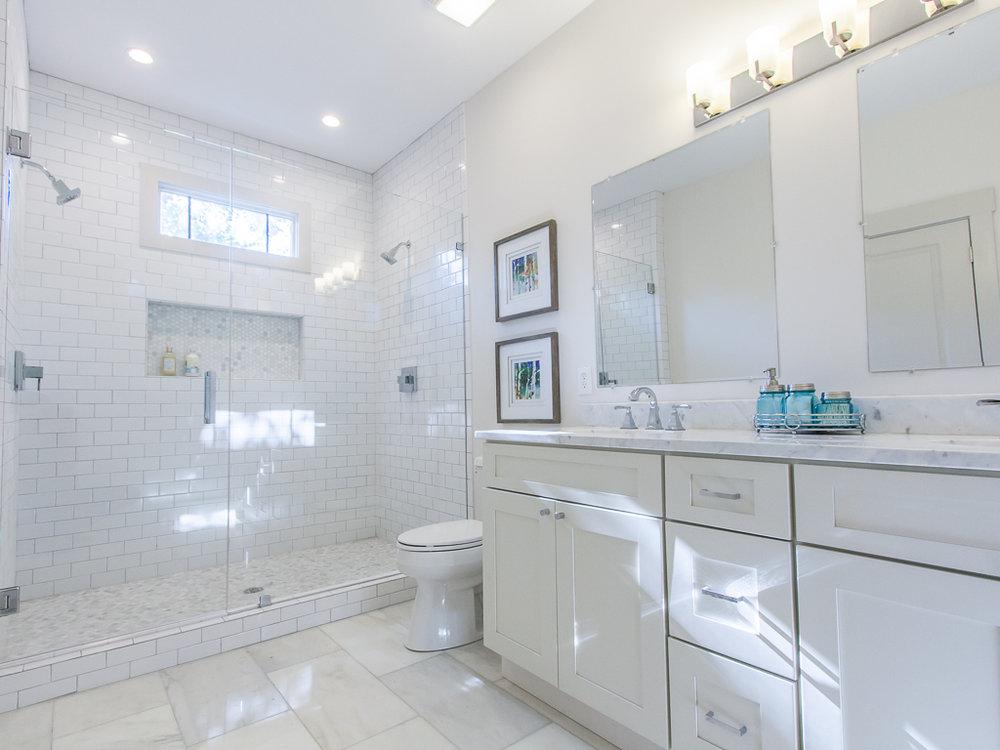 174 Flat Shoals-Master bath 1.jpg