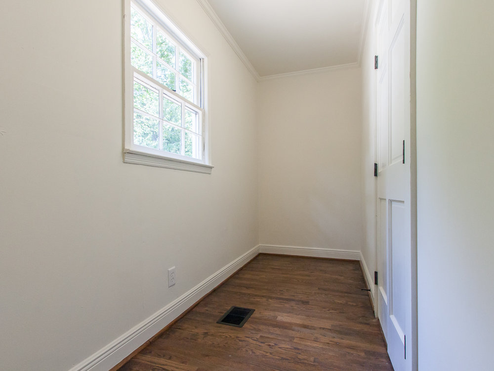 2204 Ridgedale-Master closet.jpg