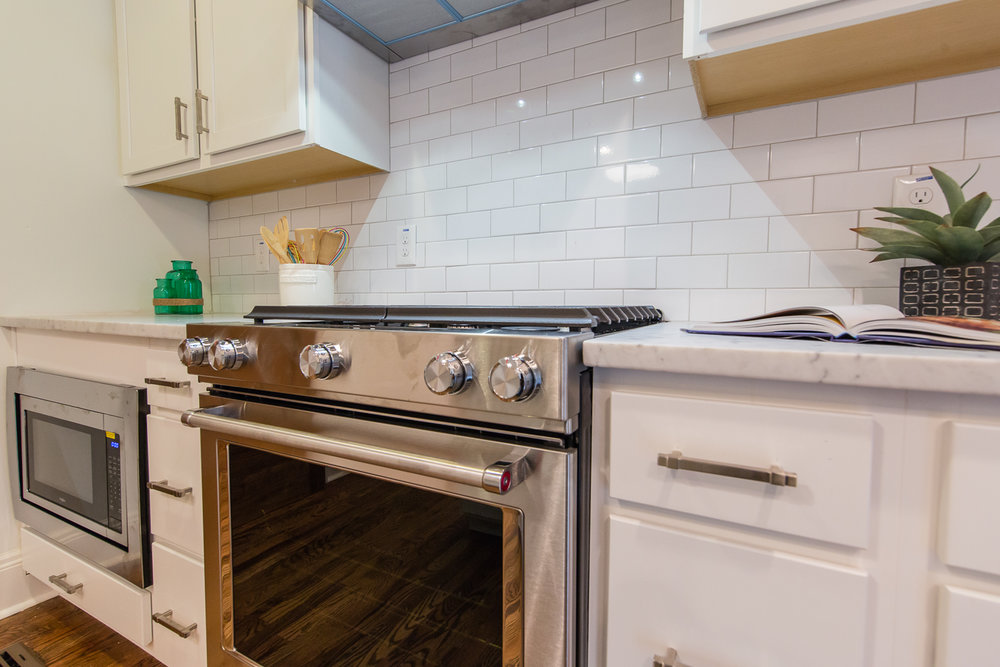 933 Park Ave-Kitchen Stove.jpg