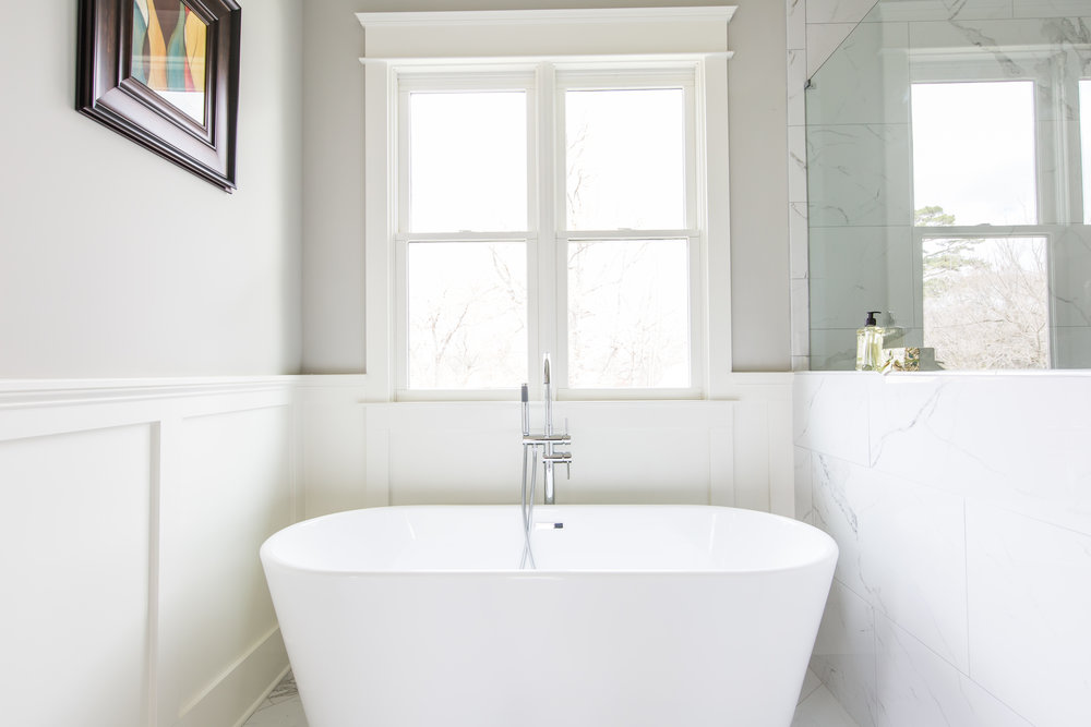 817 3rd Ave-Master Bath Tub.jpg