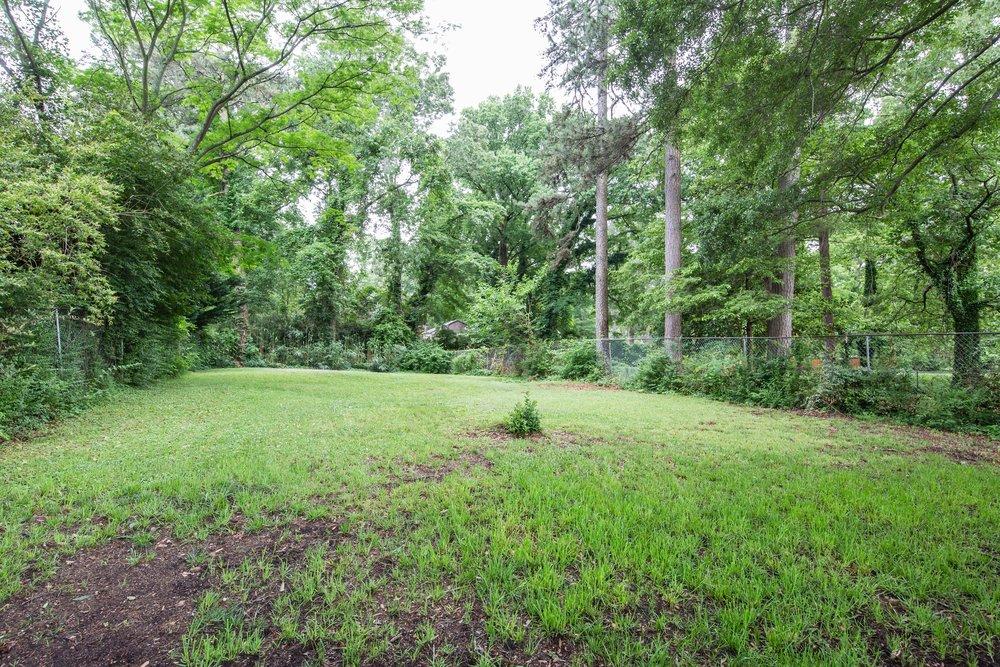 2837 Tupelo-backyard.jpg