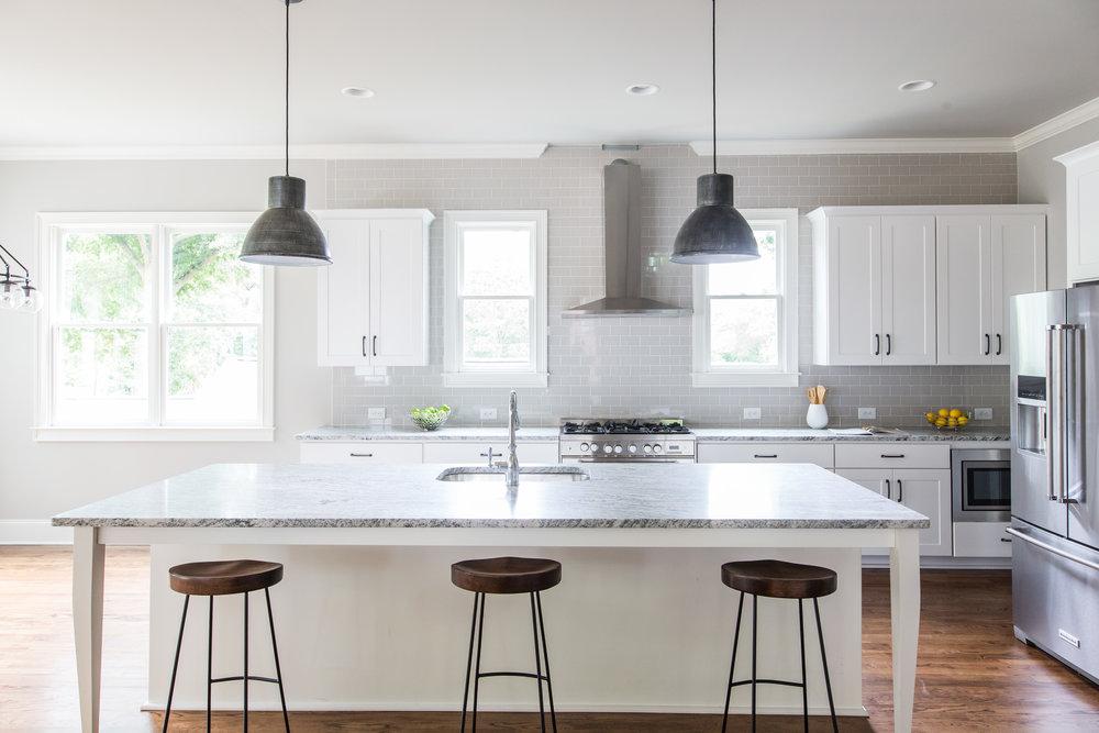 2140 Delano-Kitchen 1.jpg