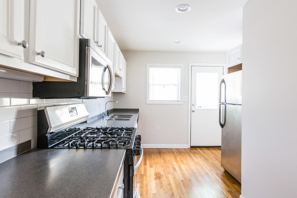 575 Flat Shoals Unit 9-Kitchen 3b.jpg