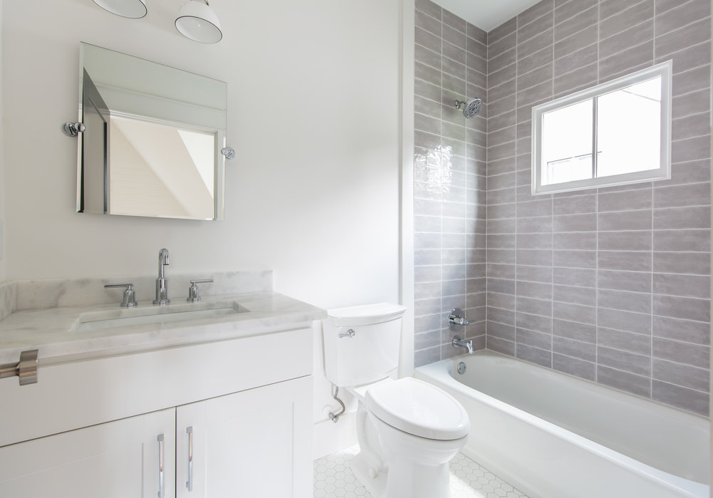 726 Hillpine-Bath 3.jpg