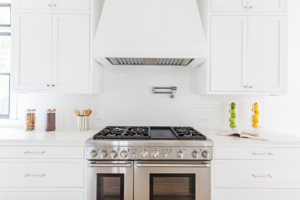 726 Hillpine-Kitchen Stove.jpg