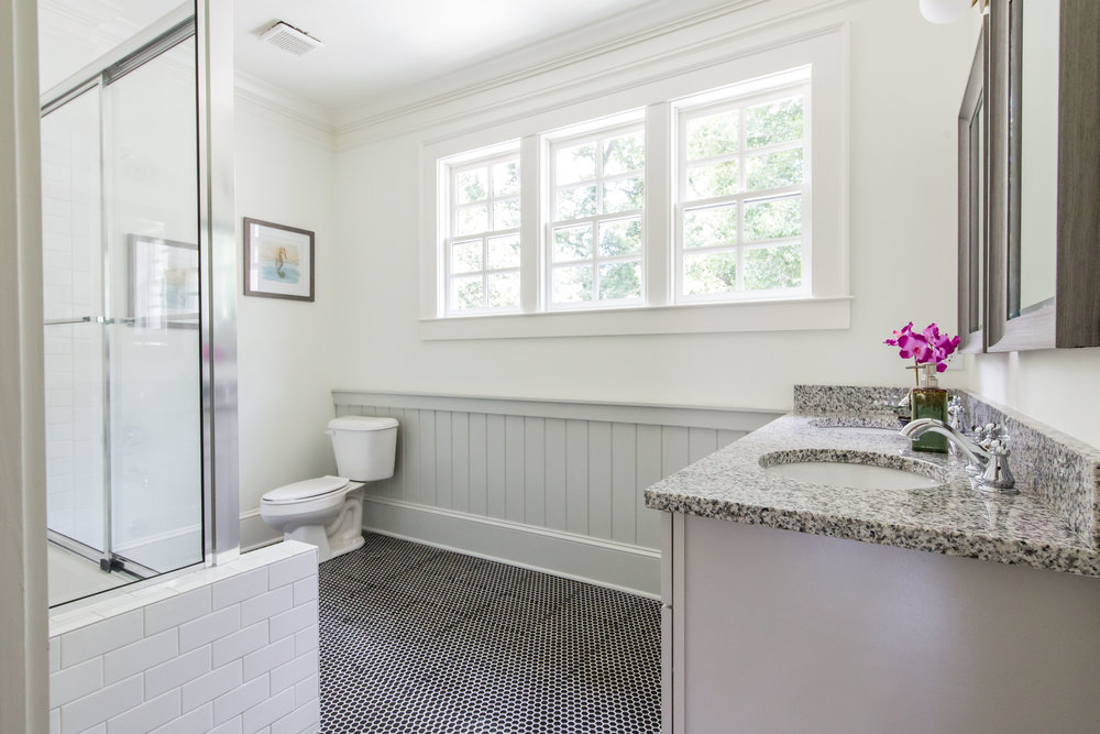 640 E Morningside-Bath 2c.jpg