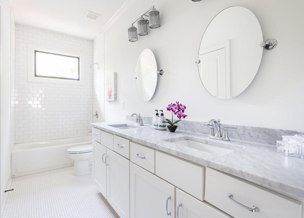 224 Rockyford-Bath 1.jpg