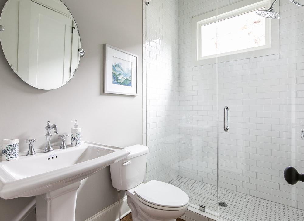 909 3rd Ave-Guest Bath.jpg