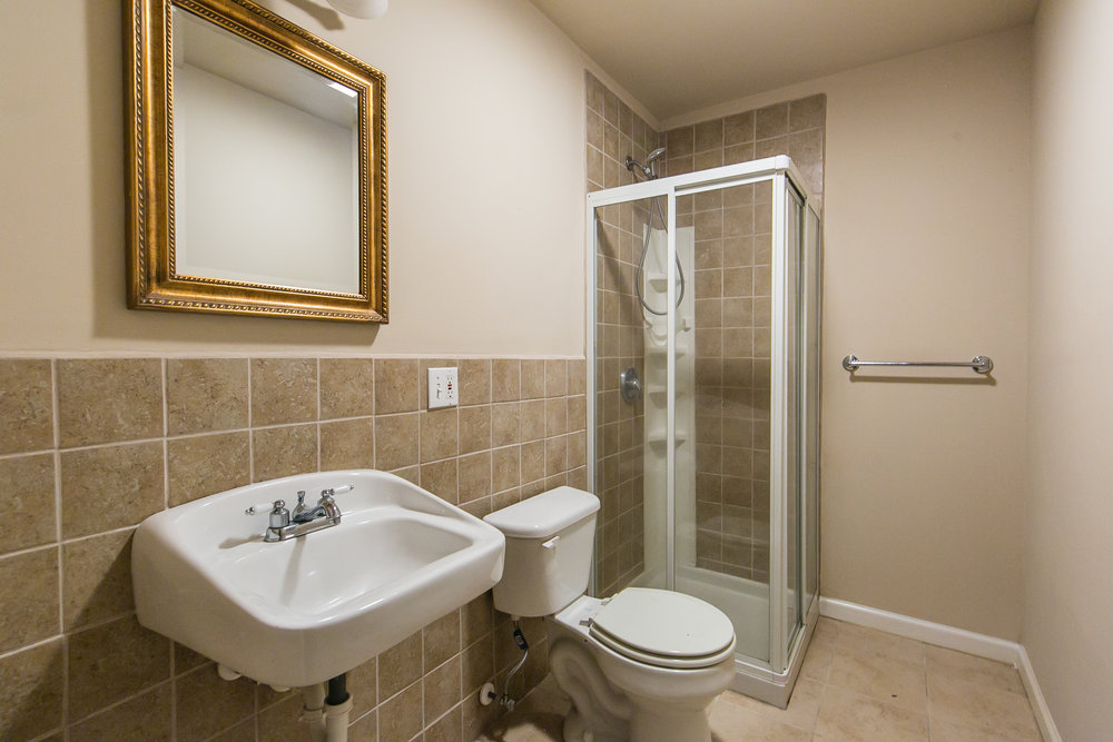 28 Lakeview-Basement Bath.jpg