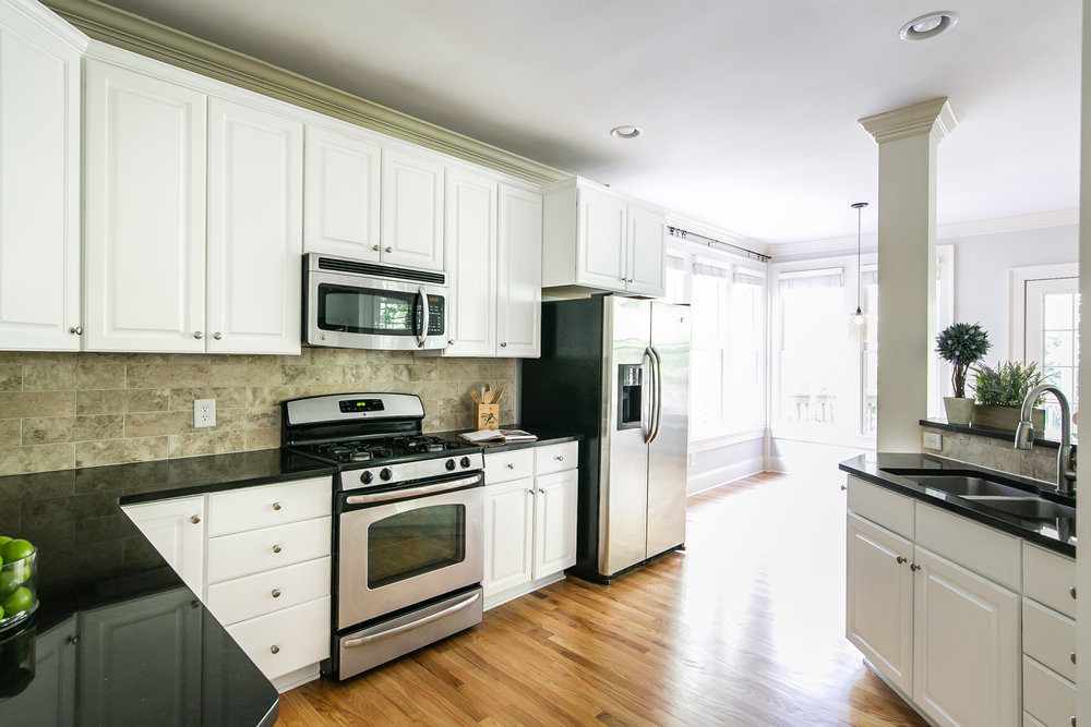 28 Lakeview-Kitchen 1.jpg