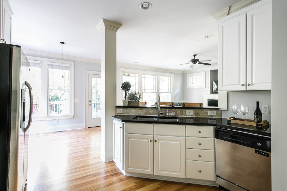 28 Lakeview-Kitchen 2.jpg