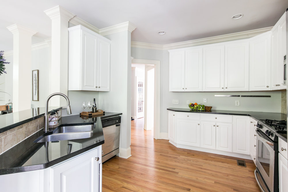 28 Lakeview-Kitchen 3.jpg