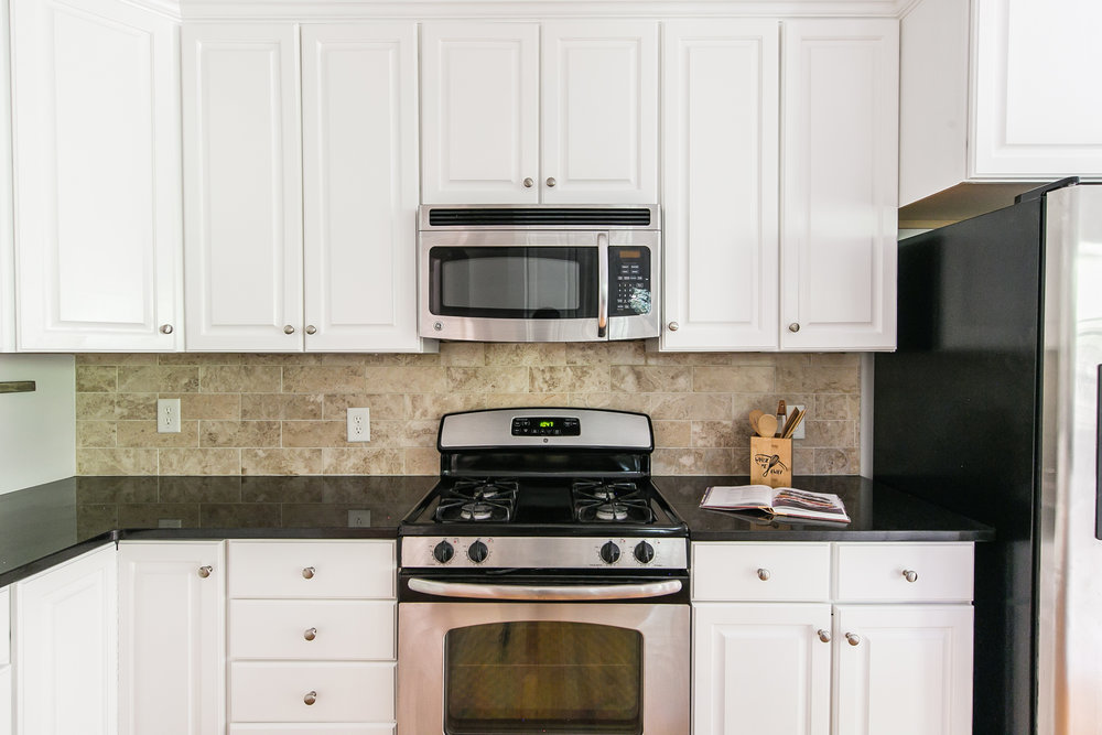 28 Lakeview-Kitchen Stove.jpg