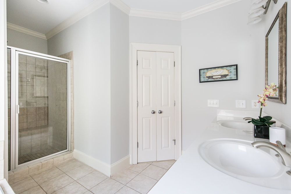 28 Lakeview-Master Bath 2.jpg