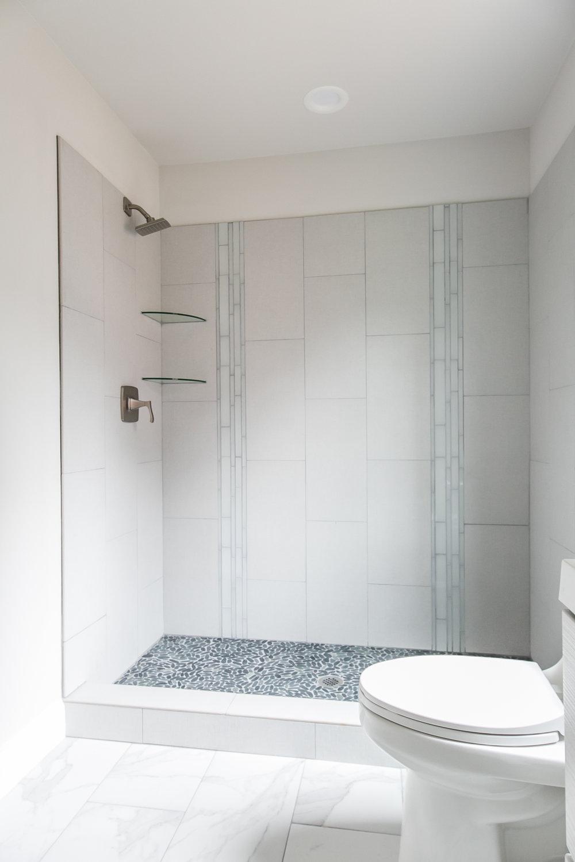 2046 E Camellia-Master shower.jpg