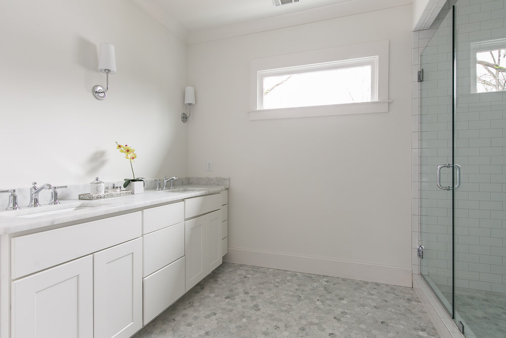 2711 Arbor-Master Bath 1.jpg