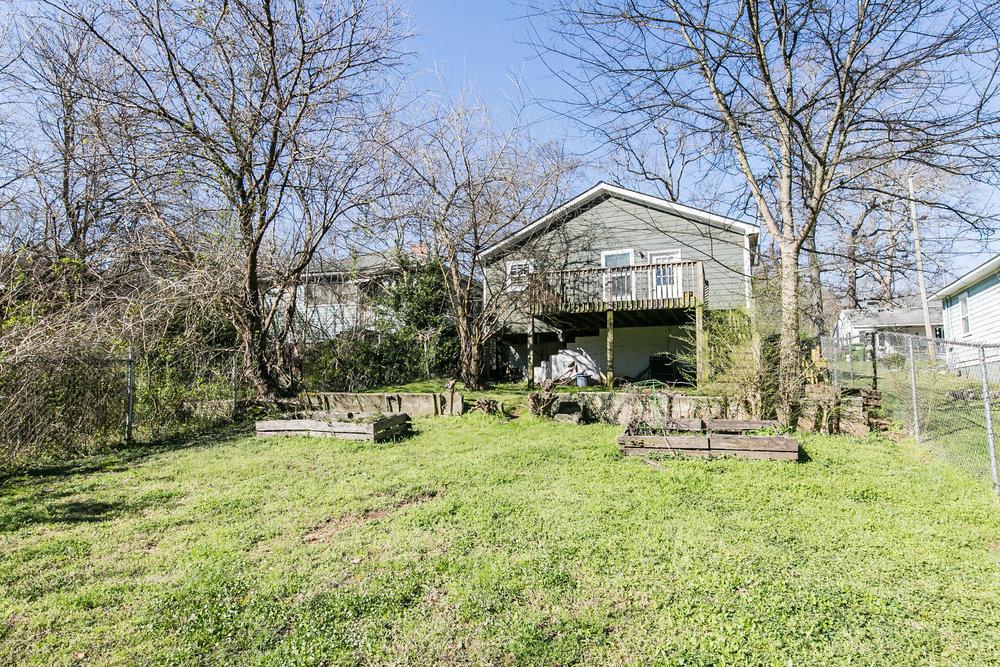 11 Montgomery-Backyard 3.jpg