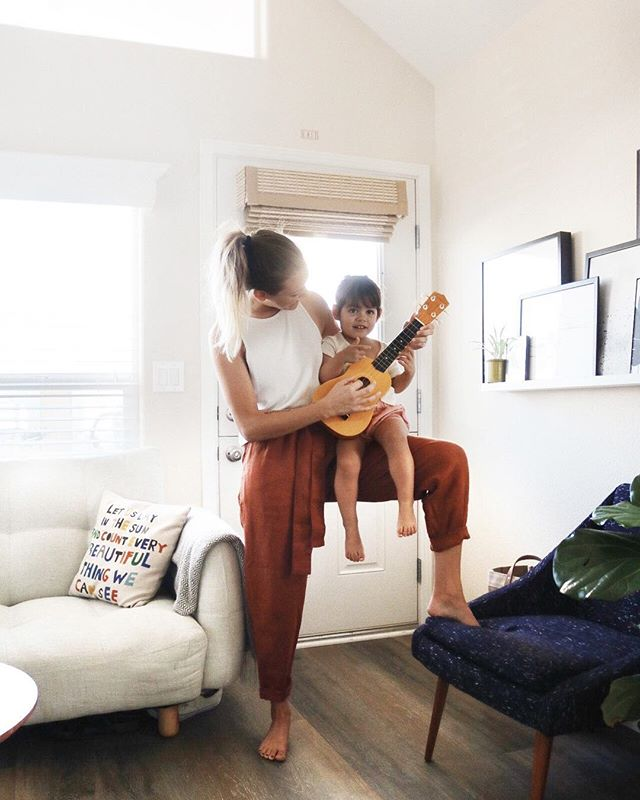 "saturday morning jam sessions ☀️ ""like coco"", as my tiny band-mate says 💁🏼🎼 #suarezcottage #motherhoodsimplified #candidchildhood #wildandfreechildren #humansofjoy #seekthesimplicity"