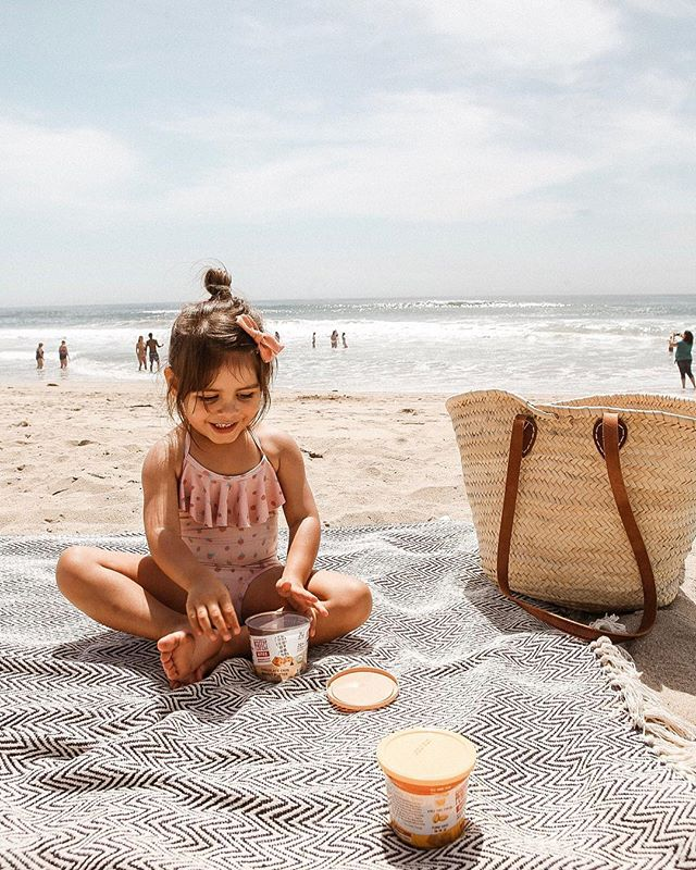 Most people come to the beach to swim, we really just come to snack 🙈 We are both obsessed with all things @perfectbar (like, I have to hide to eat one if I'm not in the sharing mood 😆) so these perfect bites are our new go-to 🙌🏼