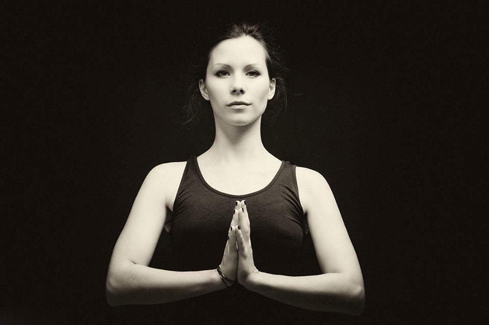 tölgyesi írisz njoy jógaoktató