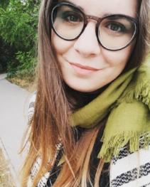 Magyaróvári Zsófi njoy jóga szociálpedagógus kutya recepció