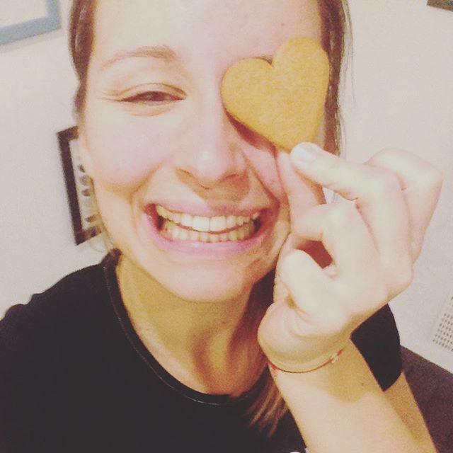 #gingerbread hearts in the studio!! #christmasiscoming #gingerbread #happy #yogifood #njoy #njoylife