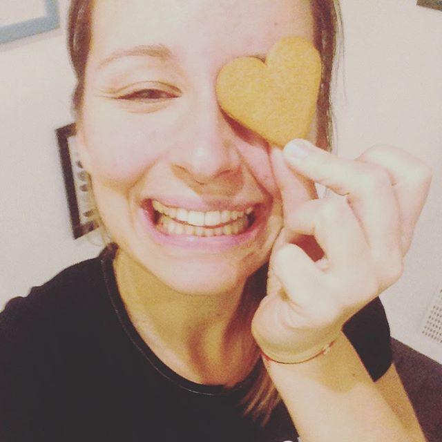 #gingerbread hearts in the studio!! #christmasiscoming #gingerbread #happy #yogifood #njoy #njoylife