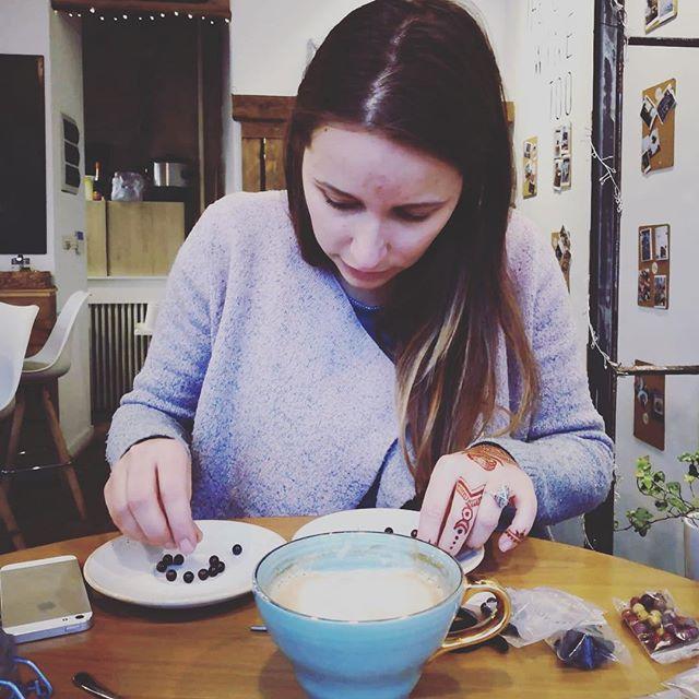 XmAs preparation: creating mala bracelets in a coffee ship with a Good friend ❤️ #mala #yogateacher #henna