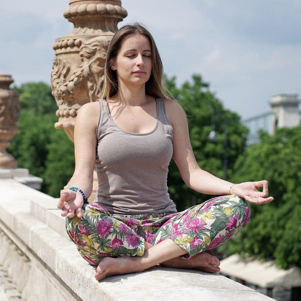 kezdő jóga, gerincjóga, kezdő flow, yin jóga, jógaszűz
